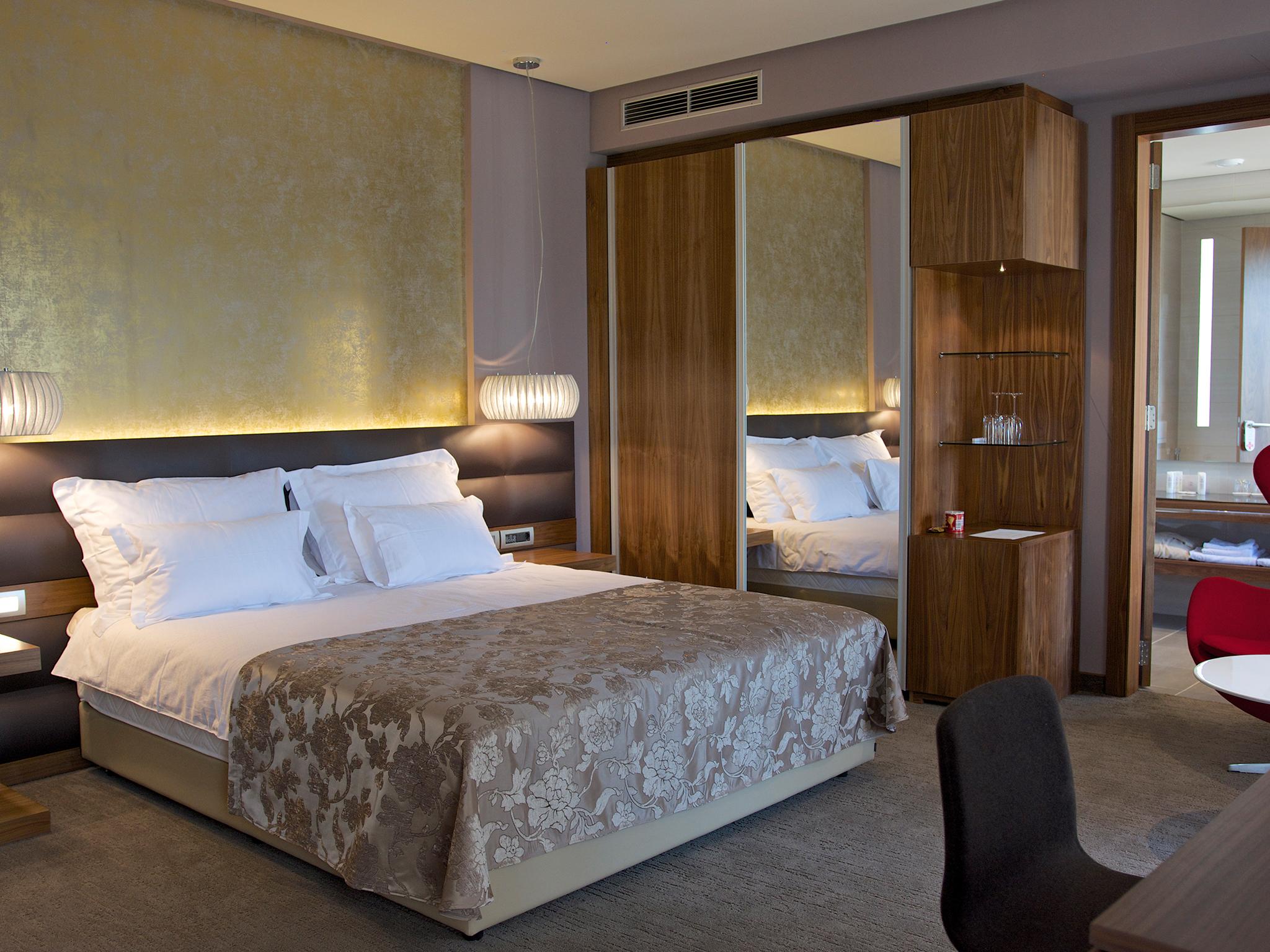 hotel atlantida deus travel 24