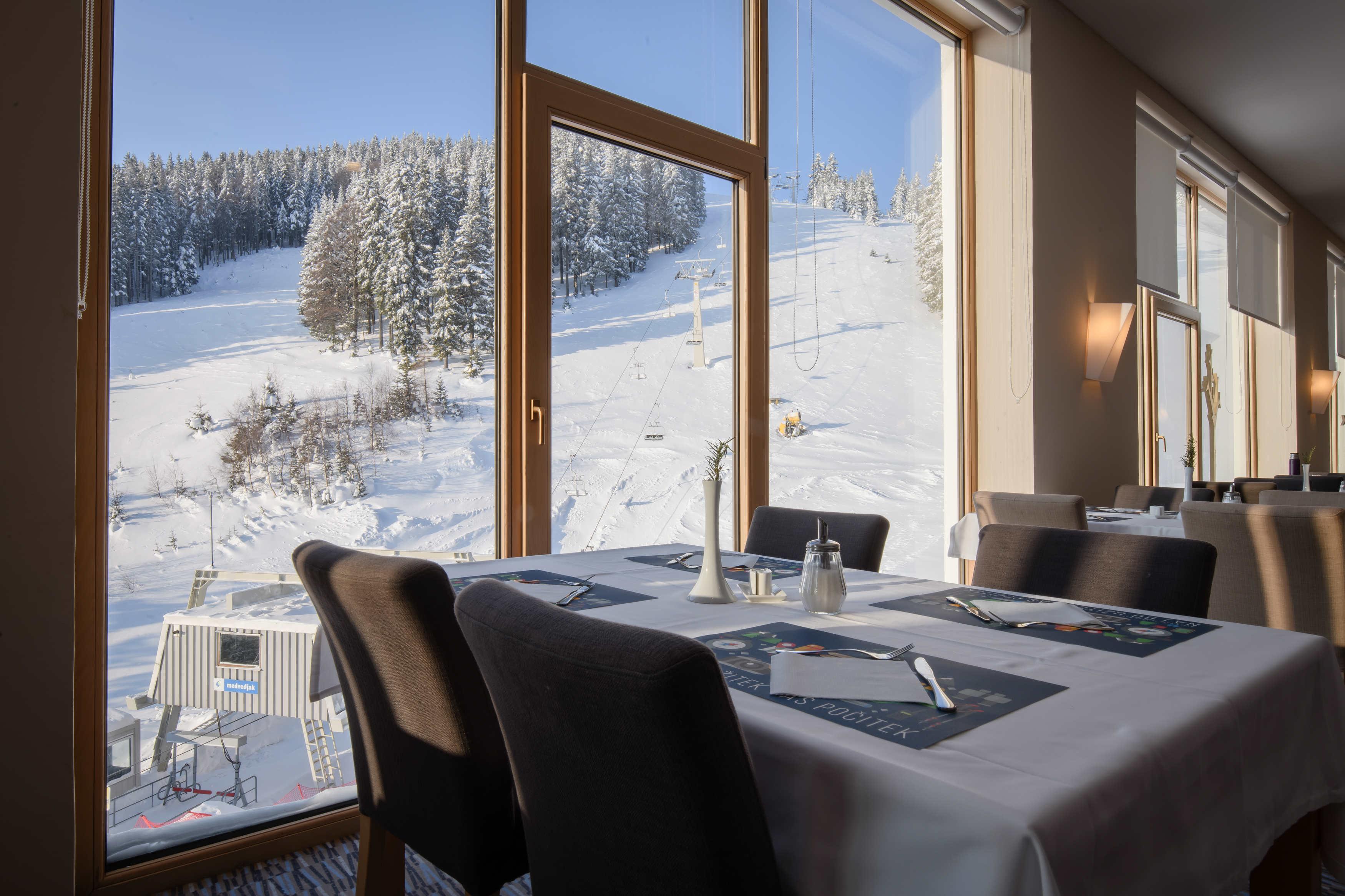 hotel restaurant 1