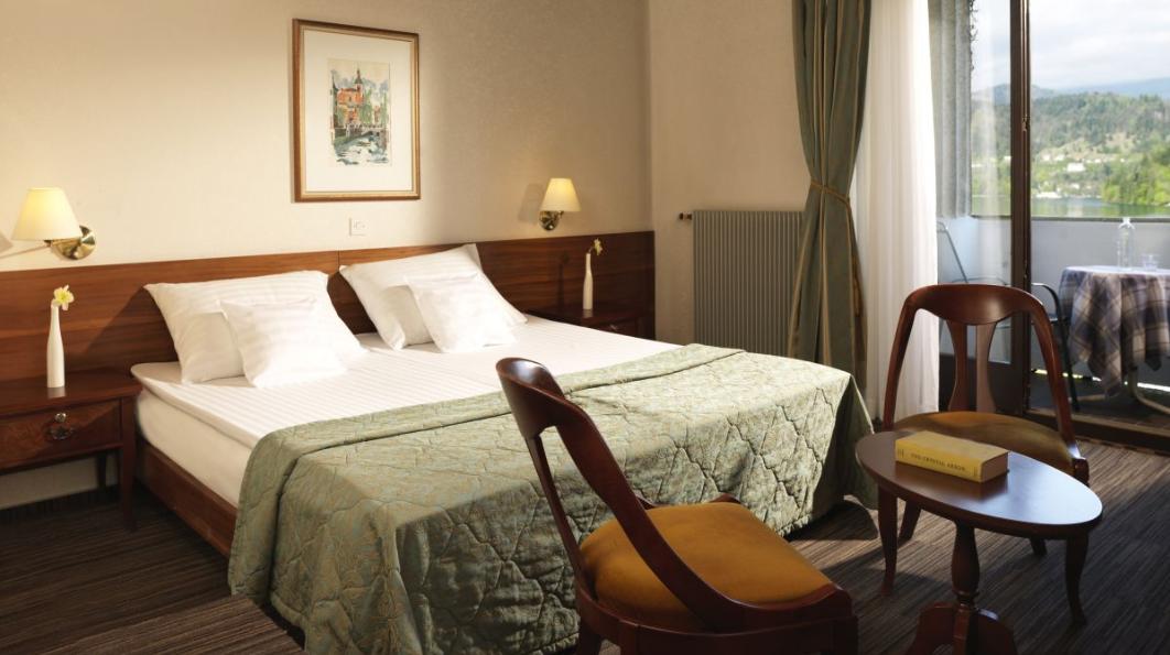 hotel-jadran-bled-dvokrevetna-soba-sa-pogledom-na-jezero-3