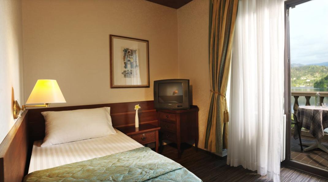 hotel-jadran-bled-jednokrevetna-sa-pogledom-na-jezero-1