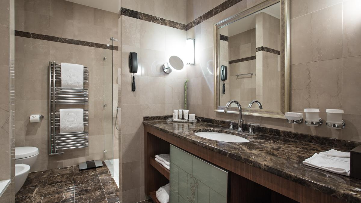 deluxe-room-modern-part-sea-view-bathroom-kempinski-palace-portoroz-istria-slovenia