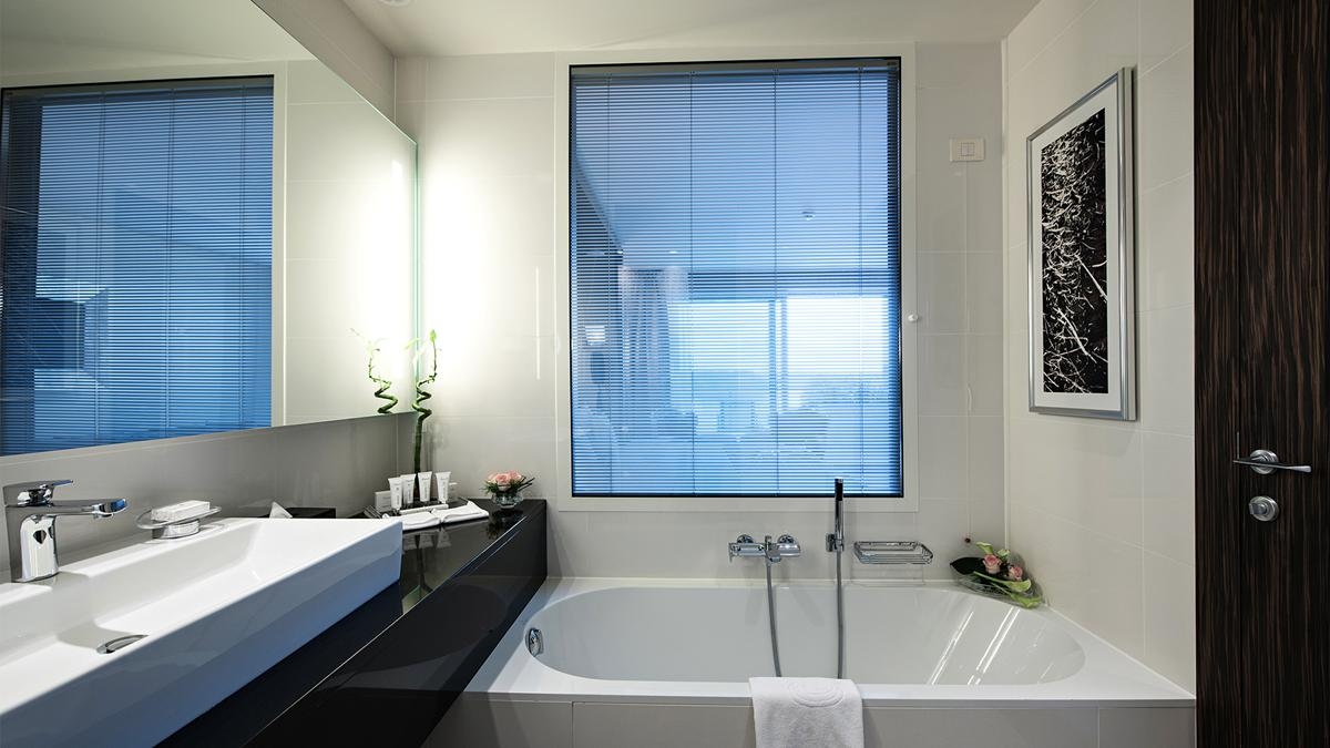 kempinski-palace-portoroz-bathroom-view-deluxe-room-sea-view-modern-part