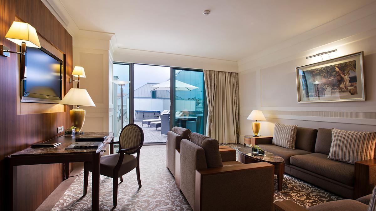 kempinski-palace-portoroz-laguna-suite-living-room