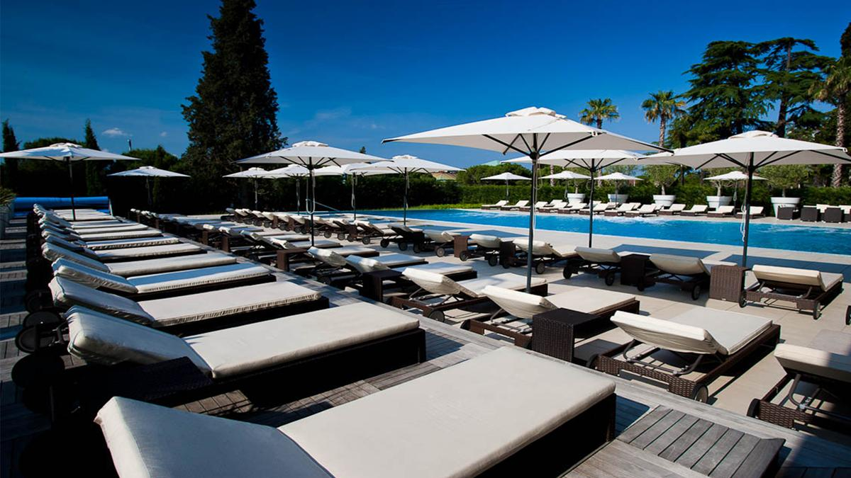kempinski-palace-portoroz-rose-spa-outdoor-swimming-pool-4
