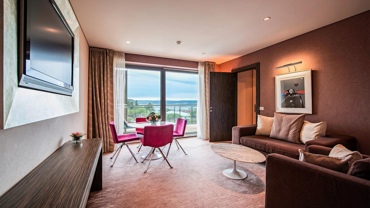 kempinski-palace-portoroz-rose-suite-living-room