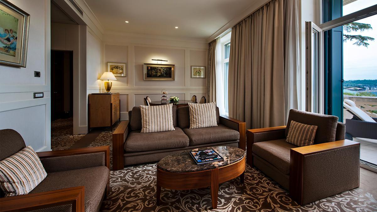 kempinski-palace-portoroz-venice-suite-living-room