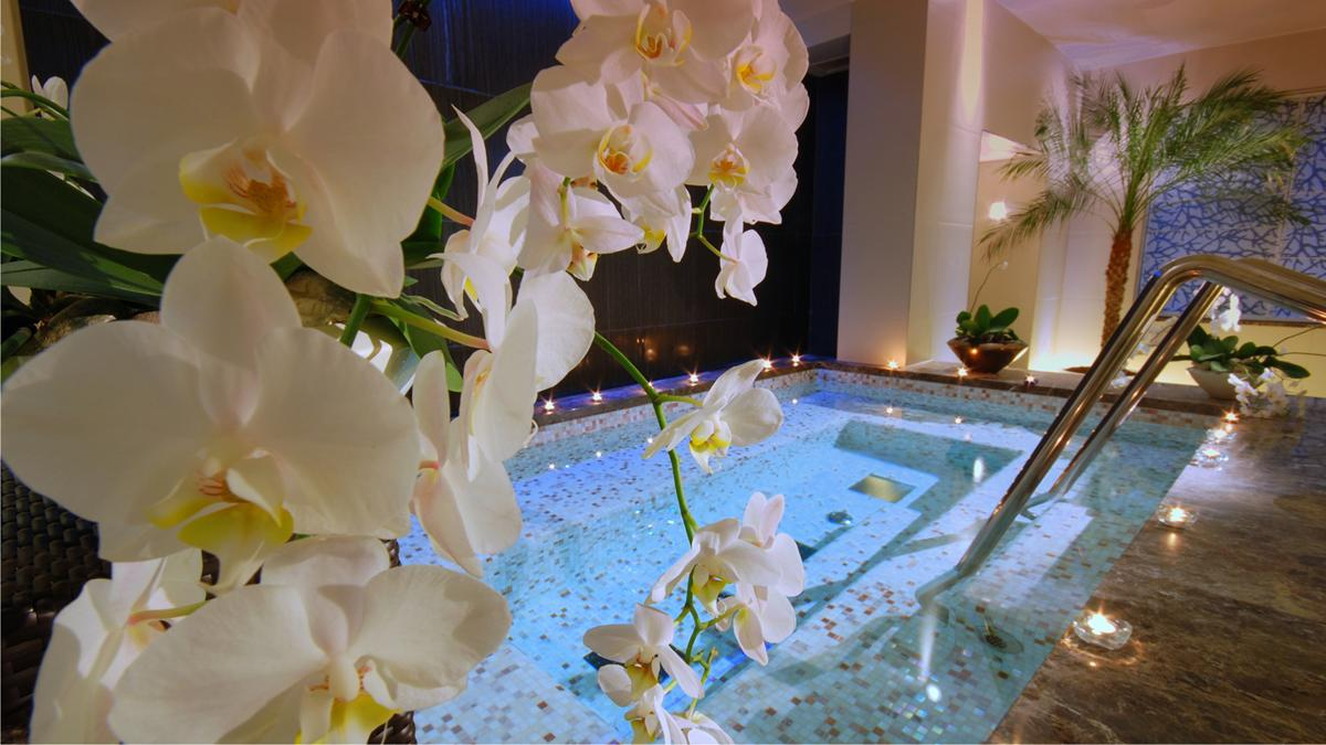 slider_jacuzzi-in-rose-spa-kempinski-palace-portoroz