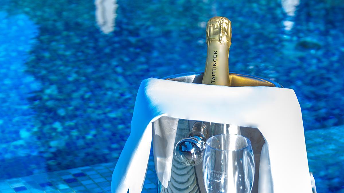 taittinger-champagne-pool-bar-kempinski-palace-portoroz