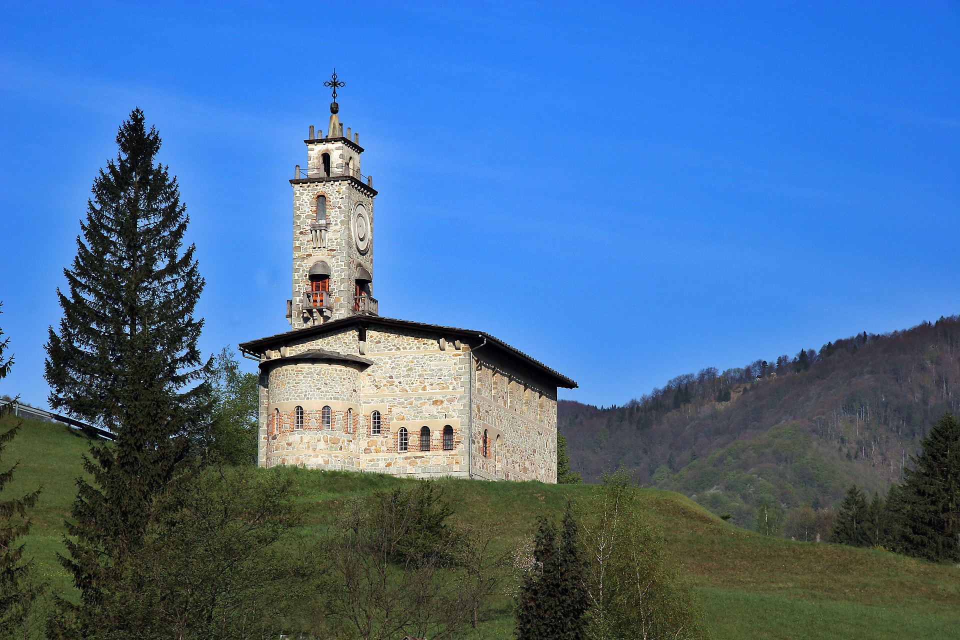 church - surroundings