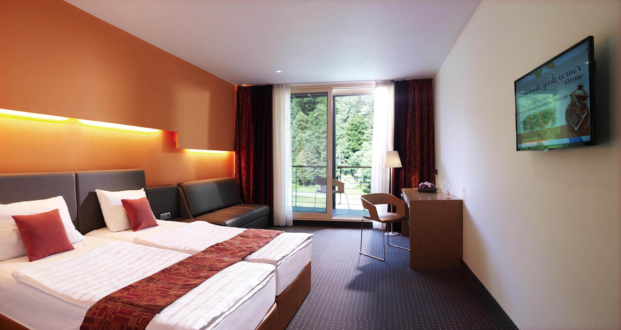 oranžna soba