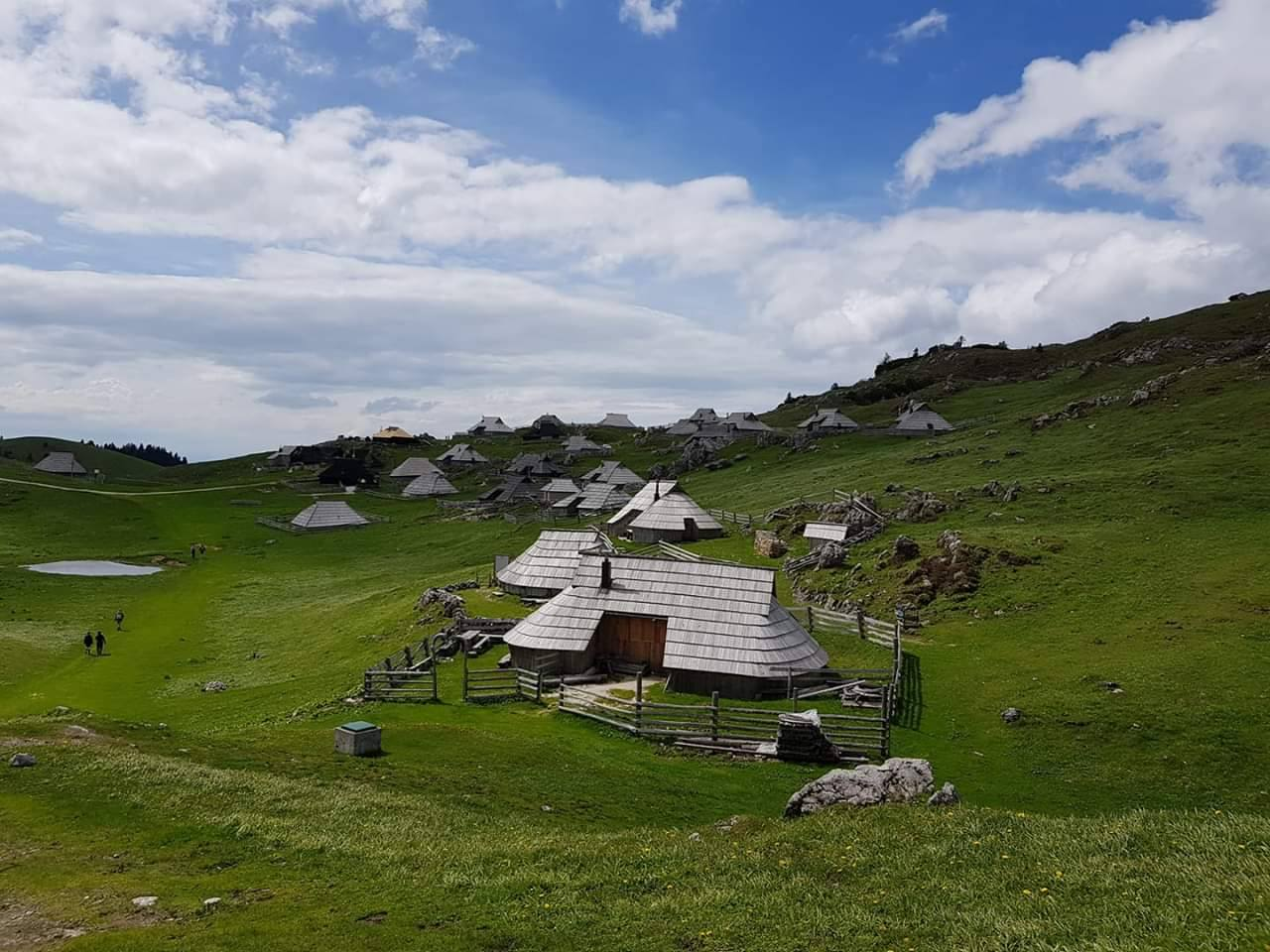 VELIKA-PLANINA-RESORT-SLOVENIJA-DEUS-TRAVEL-12